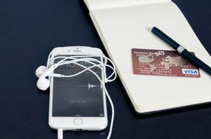אייפון ,כרטיס אשראי ומחברת